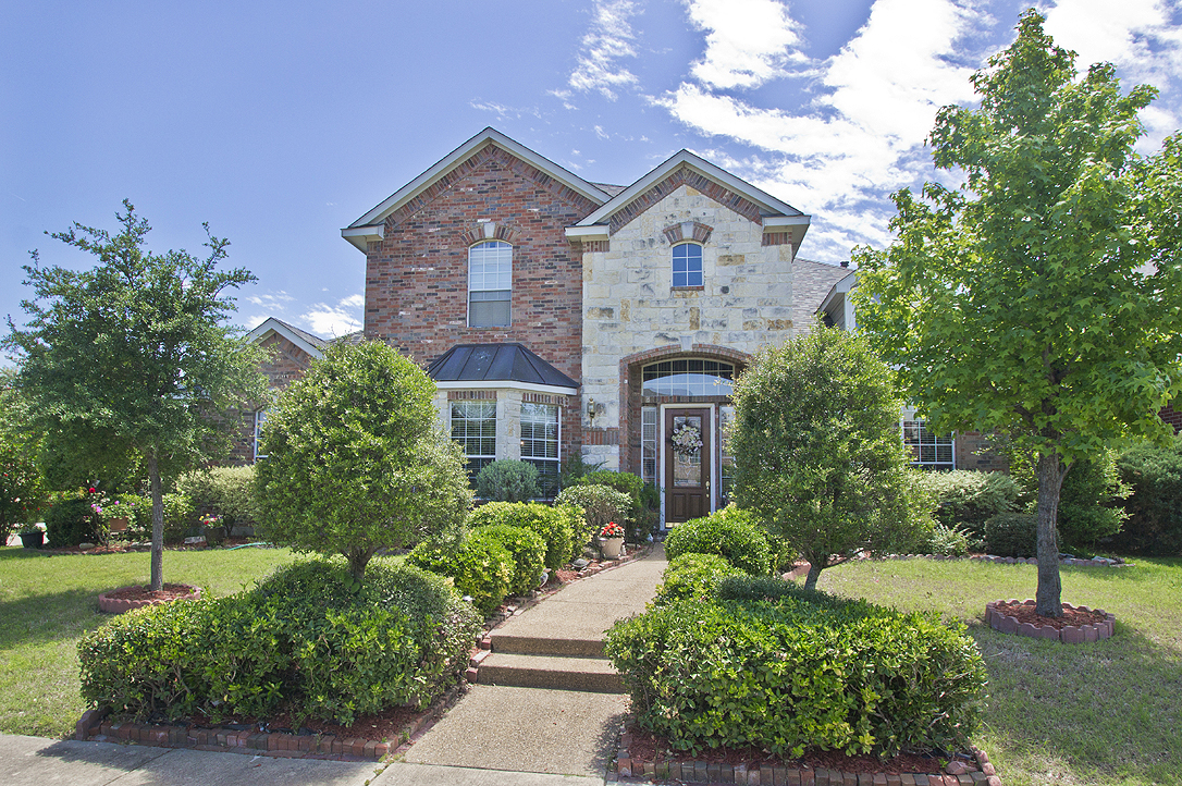 8001 Edenmore For Sale in Waterview - Rowlett